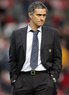 http://mediagol.files.wordpress.com/2009/11/jose-mourinho1.jpg?resize=237%2C324